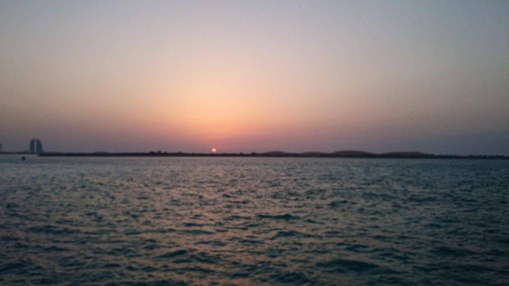 Закат в Абу-Даби